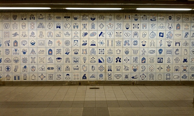 Bing Lee's Empress Voyage (1998) uses tiled icons to celebrate the trades brought over on the voyage in the 1790s
