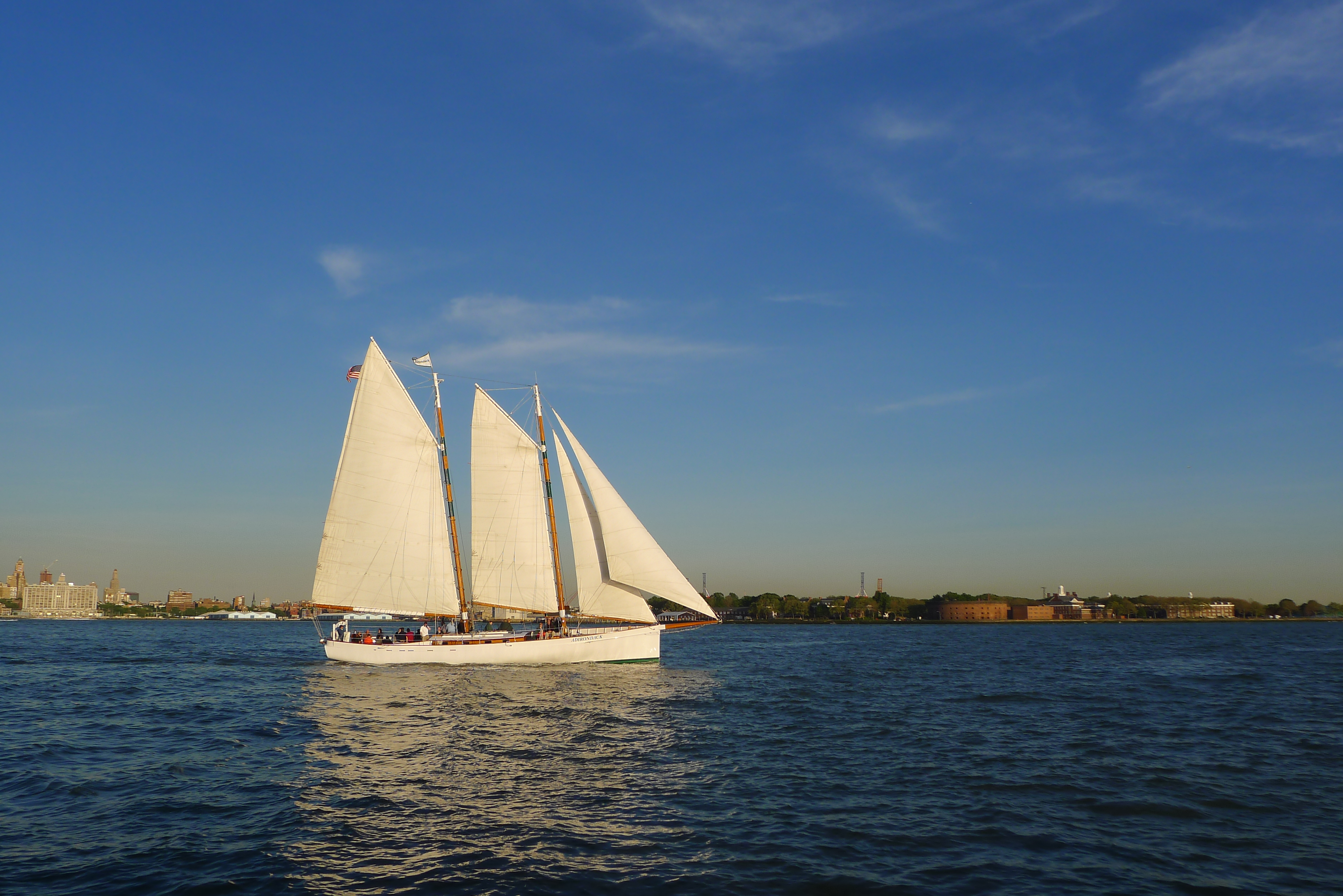 Sailed around the tip of manhattan today 39 s the day i for Things to do in manhattan today